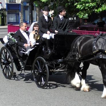 Trasura nunta - negru