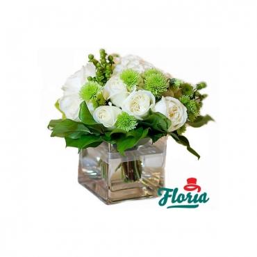 Aranjament de masa cu hortensie si trandafiri