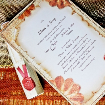 Invitatie nunta tip papirus bej cu maro