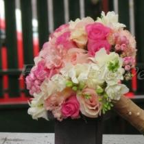 Buchet de mireasa cu trandafiri, eustoma, bouvardia si frezii