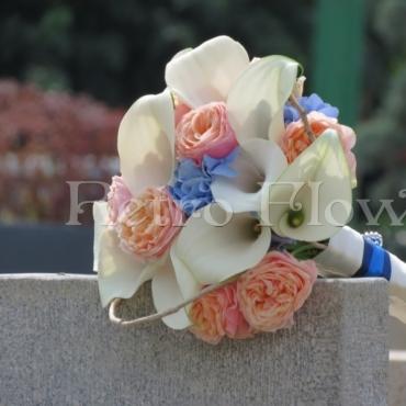 Buchet de mireasa cu cale si trandafiri