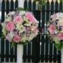 Lumanari de nunta cu trandafiri, frezii si gypsophila